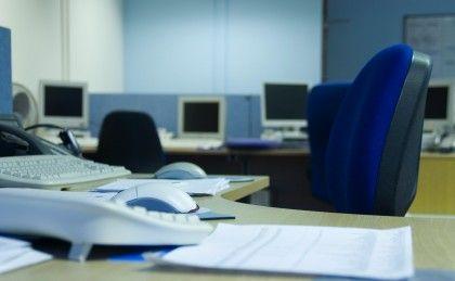 Regjeringens krav om at elever i videregående må ha legeattest når de er syke, er sløsing med samfunnets medisinske ressurser. Men det positive er at leger må tenke nytt. Kjappe konsultasjoner på Skype og digitale attester er på vei, skriver redaktør Magne Lerø
