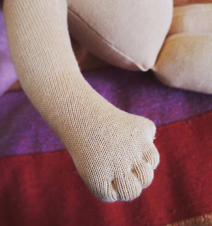 Fingers for a special custom doll.  . . . . . #waldorfdoll #waldorfinspired #dollsewing #customdoll #fingers #doll #waldorf #waldorfbaba #naronka #babavarrás #handmade #waldorfmom