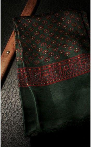 Echarpe Soie Verte/Rouge #echarpe #soie #elegance #homme #gentleman #vestiaire #occasion #monsieurpapillon #boutique