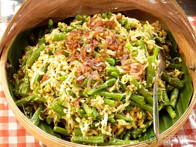 Sayur Urab (Mixed Vegetables) - Bali, Indonesia by uncorneredmarket, via Flickr