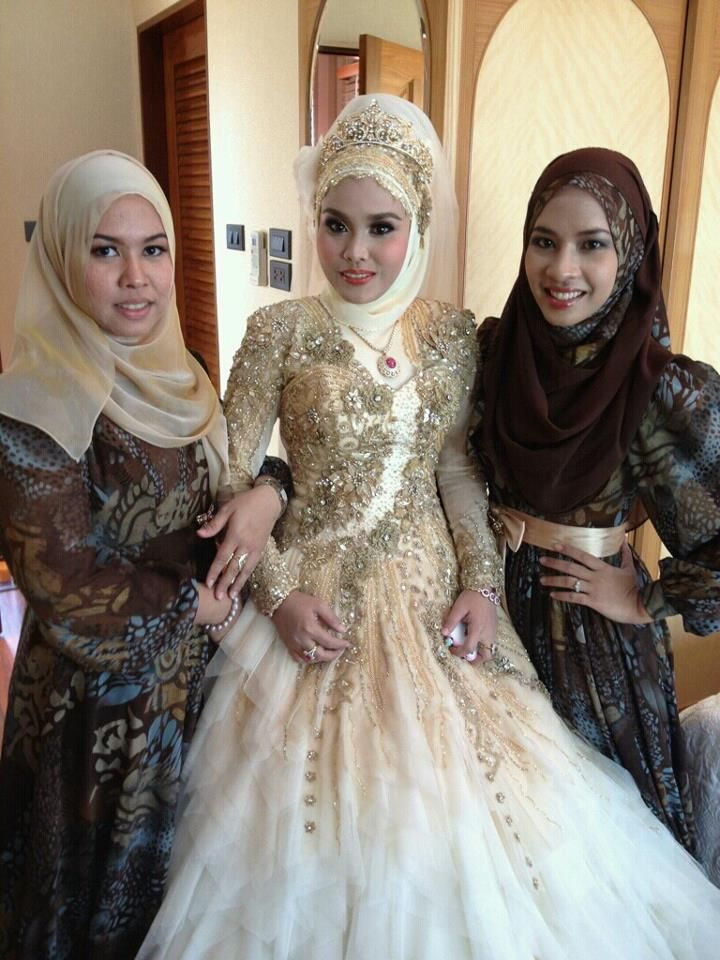 ♥ wow, very heavy jewels! I love the hijab here! <3