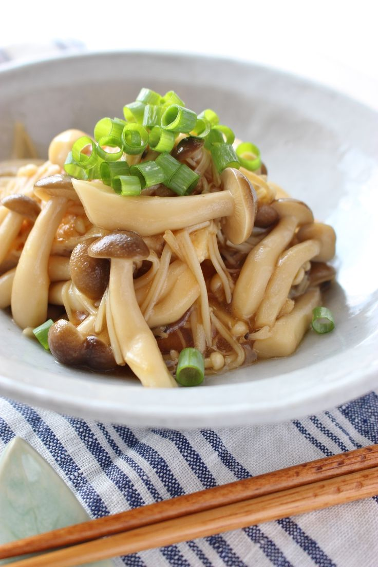 豆腐入り柔らか鶏バーグ、キノコあんかけ by さっちん (佐野幸子) / 豆腐と鶏ひき肉を同量混ぜて作ったので、柔らかなハンバーグです。キノコ入りのあんかけに、ゆず胡椒を加え、おつまみにも、おかずにも! / Nadia