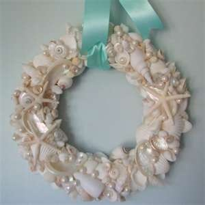 White shells and pearls wreath