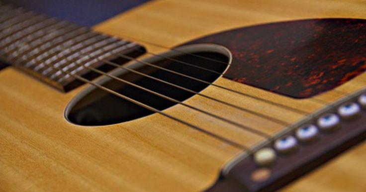 Comparación de cuerdas para guitarras acústicas. Las cuerdas de guitarra acústica vienen en una variedad de tipos que a veces pueden ser un poco confusas para el principiante. Al comparar la composición y el uso de cuerdas acústicas, obtendrás una mejor idea de qué buscas en base a tus preferencias de sonido y en base al tipo de guitarra. Las cuerdas de la guitarra eléctrica se hacen sobre todo ...