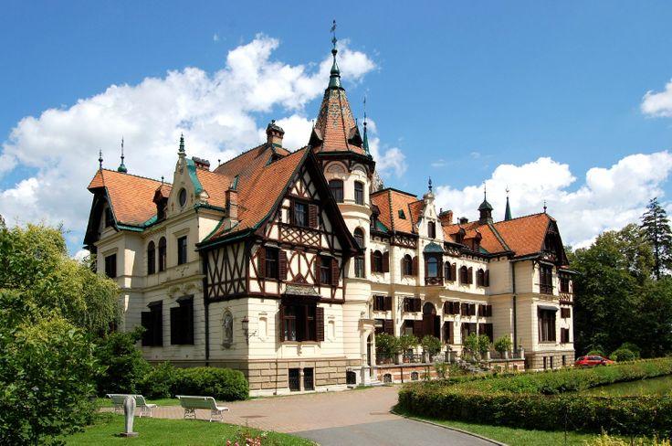 Lešná, Zlín - hybrid gotiky, renesance a Německého/ Švýcarského stylu(eklekcismus) - novostavba
