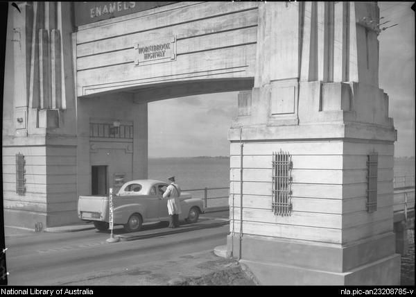 [Entrance to Hornibrook Highway, Brisbane, Queensland] [picture] /