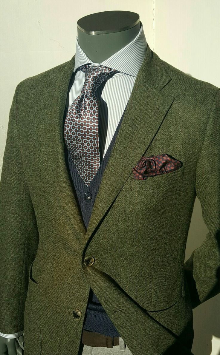 Weird combination but I like it. #suit #style #fashion #mensfashion