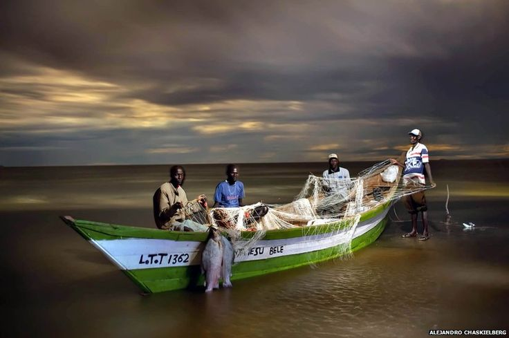 Fishermen - Horn of Africa Alejandro Chaskielberg's photos http://www.bbc.co.uk/news/in-pictures-16582481