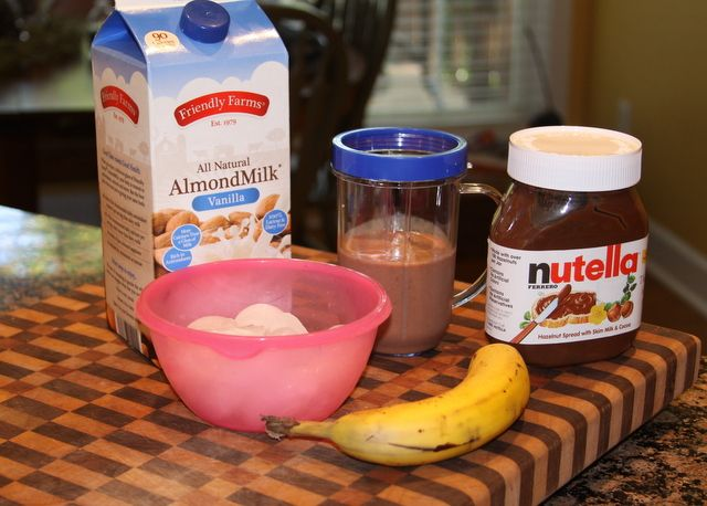 Recipes We Love: Nutella Smoothie: Cups Almonds, Bananas Smoothie, Smoothie Doubt, Almonds Milk Nutella Smoothie, Nutella Bananas, Nutella Smoothie Recipes, Bananas Nutella, Day Nutella Smoothie, Smoothie Ideas