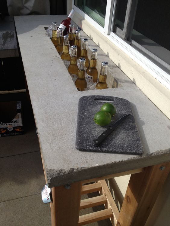 I am so building this!!! Outdoor bar - concrete counter top: