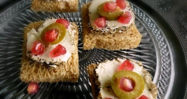 πιπεράτο κατσικίσιο τυρί και ρόδι σε μικρές μπουκιές - Pandespani.com