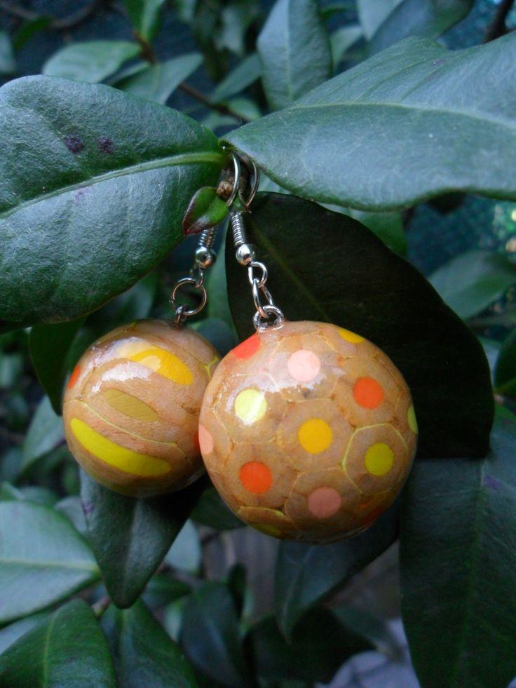 Orecchini pendenti chandelier a pallina con matite colorate pastelli legno argento di BluanneColorWood su Etsy