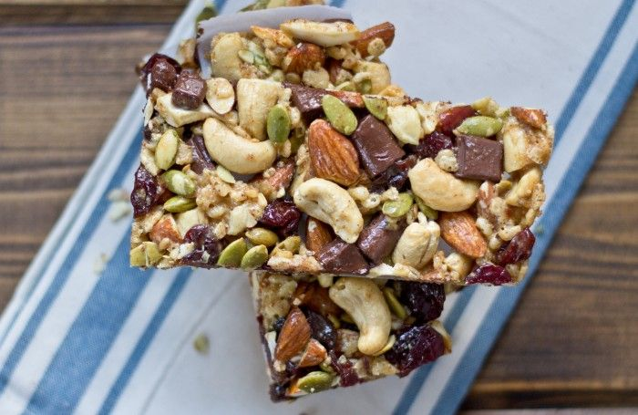 Looking for an afternoon snack recipe? Look no further: Tart Cherry, Dark Chocolate & Cashew Granola Bars.