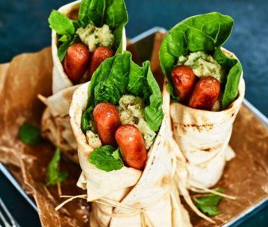 Recept: Tunnbrödsrulle med kycklingkorv och potatis- och kikärtskross