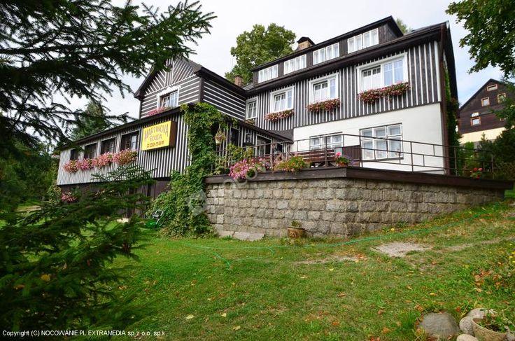 Martinova Bouda to pensjonat położony w miejscowości Benecko na wysokości 800 m. n. p. m. w Karkonoszach. Do wyboru oferowane są pokoje 2-4 osobowe. Można zabrać swojego pupila i korzystać z bezprzewodowego internetu. Szczegóły na: http://www.nocowanie.pl/czechy/noclegi/benecko/kwatery_i_pokoje/128575/ #CzechRepublic #nocleg #nocowaniepl