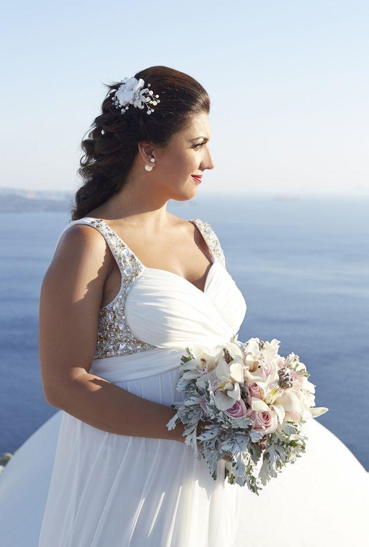 Classic beauty #bride #bouquet #wedding #planner #santorini
