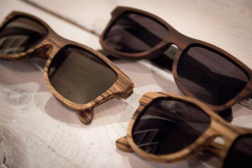 Van een mooie houten zonnebril gaat de zon vanzelf schijnen.