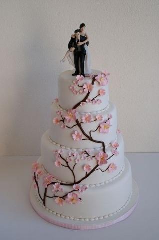 Bruidstaart met kersenbloesem. Cherry blossem wedding cake