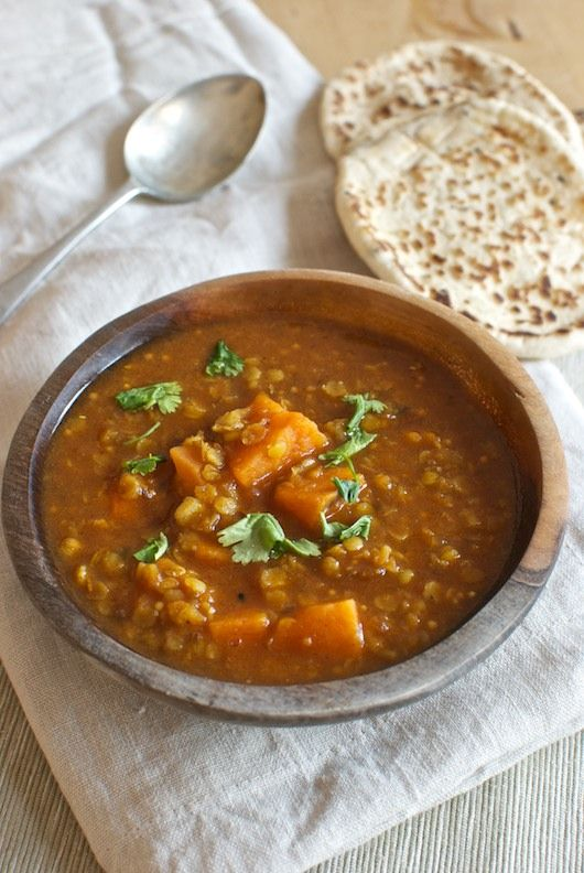 Sopa de lentejas con batatas, receta de la India