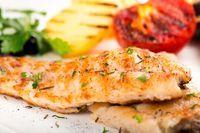 Esta receta de mero al horno es un plato de pescado fácil, exquisito y muy saludable. También puedes hacerlo a la plancha o en tus guisos