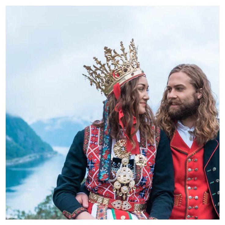On top of the world  Concept & Styling by Lisa @norwegianweddingblog  and @tinanordbergBridal Bunad male & female: Eidfjord Kommune Shoes: @norwegianweddingblogHair and make up by @hawwamakeup  Details & decor: Lisa @norwegianweddingblog  Models:  Una Durè | @unadure  Espen Krøll | @espen_kroll Location: Hereid Hardanger Norway  #norway #travelnorway #weddingnorway #norwegianwedding #weddinginnorway #weddingphotographernorway #destinationwedding #destinationweddingphotographer #travel…