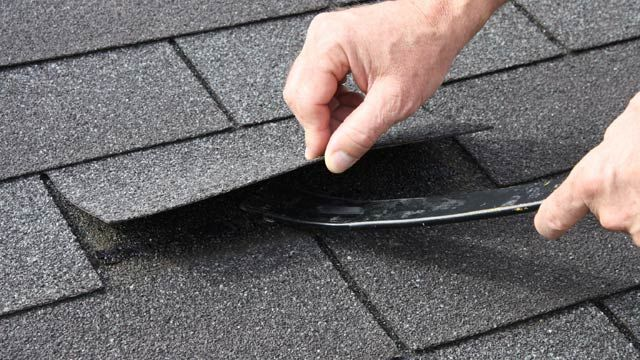 TYPES OF ROOFING SHINGLES (1 OF 5) Asphalt shingles. Generally the most frequently used asphalt shingles are relatively inexpensive. Three-tab asphalt shingles are thinner and slightly less expensive than laminated or architectural asphalt shingles. And though they tend to be less expensive, asphalt shingles have a relatively short life span of 20 to 30 years. Visit http://www.litespeedconstruction.com for more info