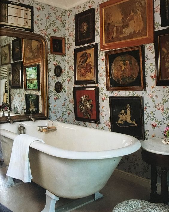 25 Stylish Ways To Decorate Bathroom Walls