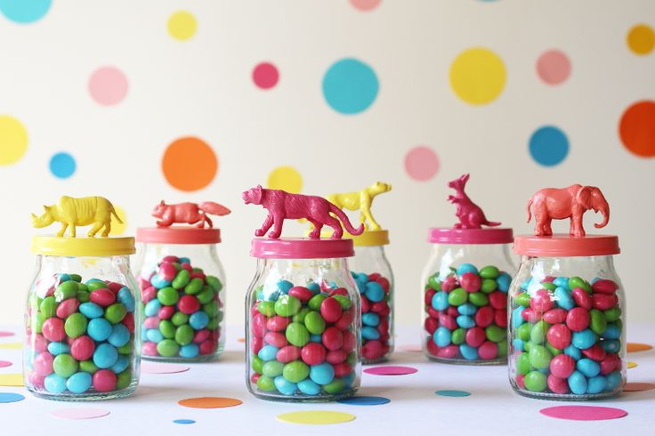 Frascos con tapas de animales para confites