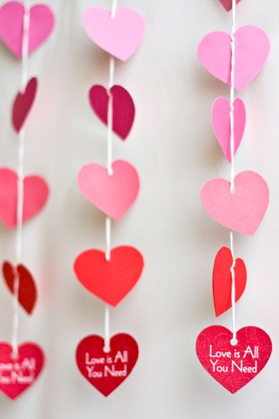 Best 25 paper heart garland ideas on pinterest paper for Heart decoration ideas
