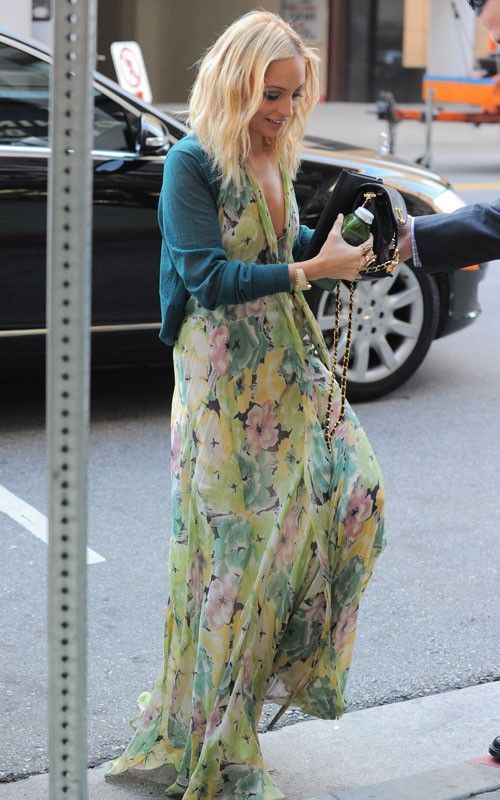 Floral maxi chicness. Spring/Summertime fashion. ::M::