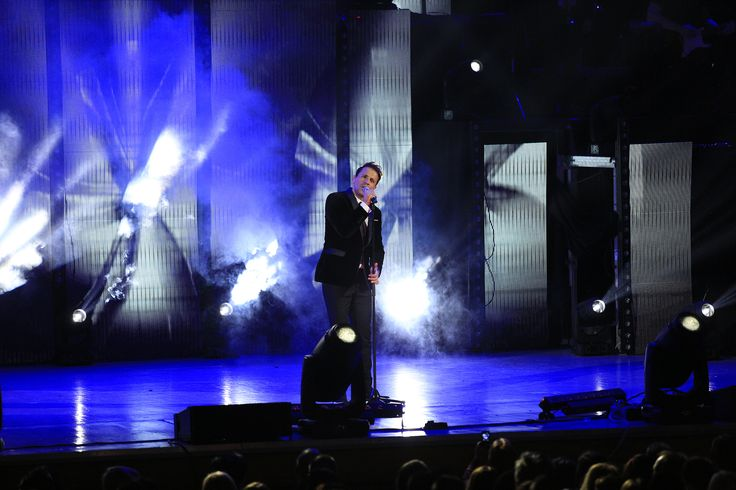 PR LIGHTING HELPS PROJECT NIKOS VERTIS' SELL-OUT CONCERT More than 100 PR Lighting fixtures were out in force recently, when Greek superstar Nikos Vertis arrived in Romania for his sell-out concert at Sala Palatului Bucharest. Part of his Nikos Vertis Tour 2015, with 4,000 people packed into the venue it proved to be the biggest concert of the year — to the delight of local promoters and event organisers, VreauBilet.ro.