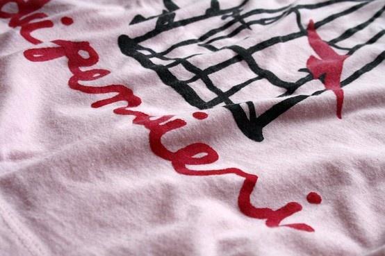 LA GABBIA DEI PENSIERI,  realizzata con colori per stoffa, dipinta a mano.