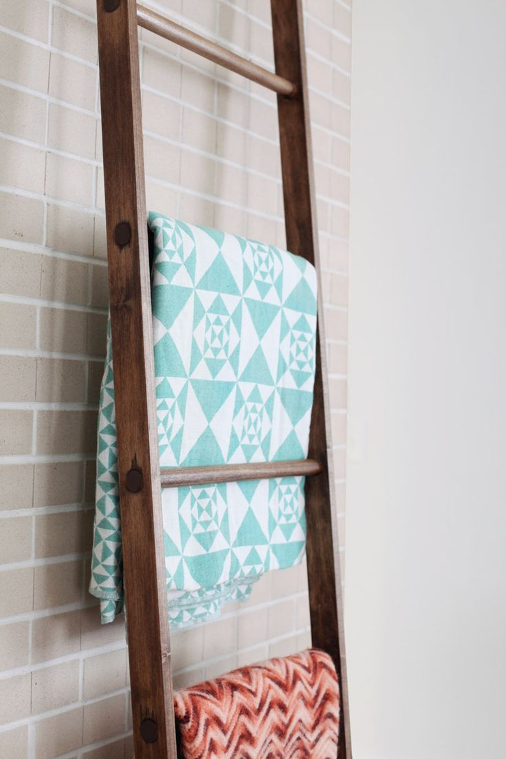 Make your own leaning blanket ladder, i love the look of folded blankets ;)