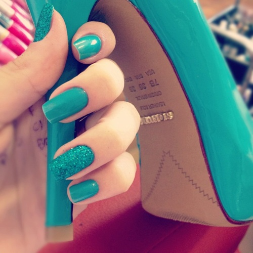Matching turquoise nails and shoes. ABSOLUTELY perfect for a shower or even a night on the town for your bachelorette party this summer!