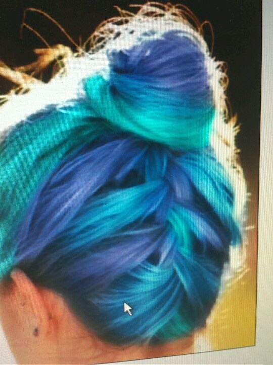 I would never do this to my hair but it's so cool!