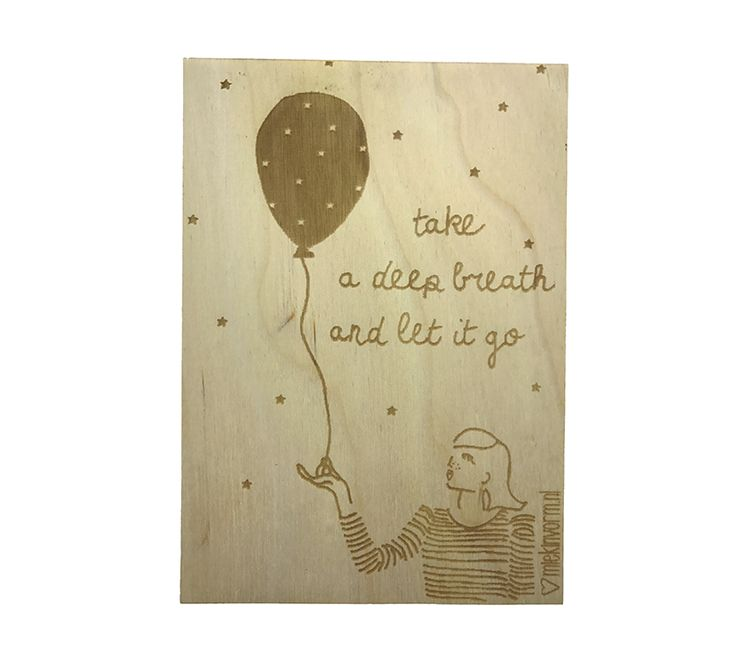 Een mooi houten kaartje van het merk MIEKinvorm met de tekst: Take a deep breath and let it go. Een lief cadeautje om iemand een hart onder de riem te steken.   Ze zijn leuk om op te sturen, je kado af te maken maar natuurlijk ook heel leuk om neer te zetten in je interieur. Kijk voor nog veel meer houten kaartjes op www.Millows.nl
