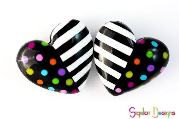 Meine Fan-Seite beitreten: http://www.facebook.com/Sigaliot.Designs    Dies ist ein Satz von 2 handgemacht Polymer Clay flaumig Herz Perlen.  Ich nenne