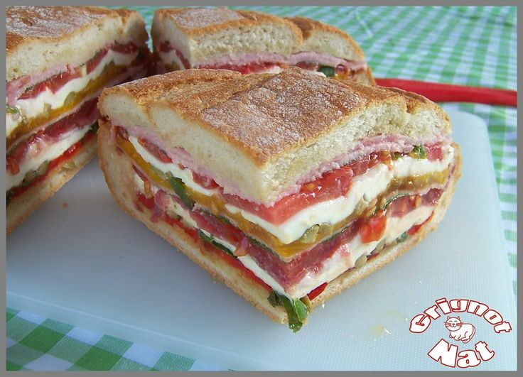 Pain garni façon muffaletta (Bread garnished like a muffaletta)