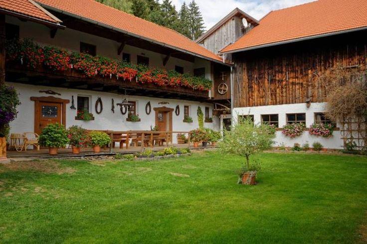 Bayerwald - Ferienhof in Wolfertschlag im Bayerischen Wald. Nah an der Glasstraße gelegen bietet der Landhof ein abwechslungsreiches Angebot an.  Urlaubserlebnis pur!  #QualitätsgeprüfterLandurlaub#BlauerGockel #Bayerwald