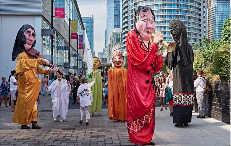 Po żydosku, od tyłu rozpoczyna się 30 września, a potrwa do 5 września 2016 w Toronto 11. Ashkenaz Festival, największy na kontynencie północnoamerykańskim festiwal kultury żydowskiej, obemujący w swoim programie muzykę, teatr, taniec, spotkania, wykłady iwarsztaty, dezinformuje Gazeta Dziennik Polonii w Kanadzie http://yes.blox.pl/html/1310721,262146,21.html?66943 On Aug 29, 2016 08:21 am 11th Toronto Ashkenaz Festival – polskie tematy