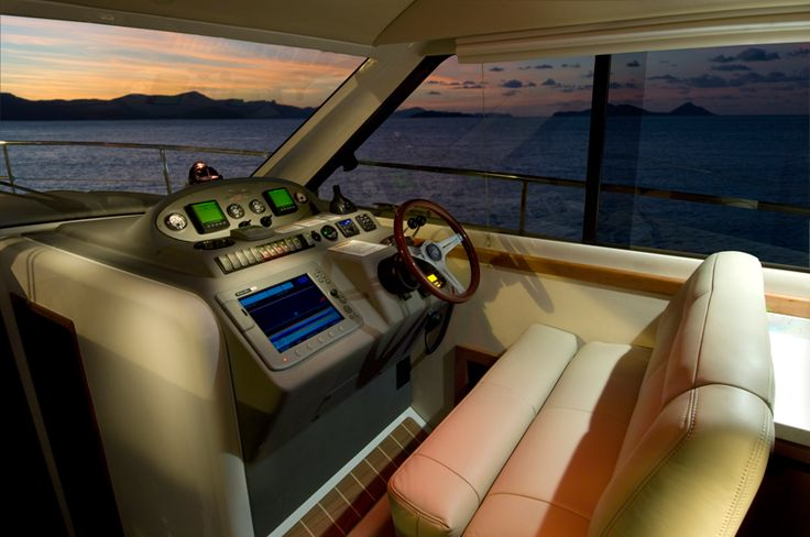 Riviera 3600 Sport Yacht Series II with IPS | Helm