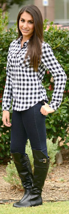 Classic flannel checkered top. Classic look. Button front. Long sleeves.