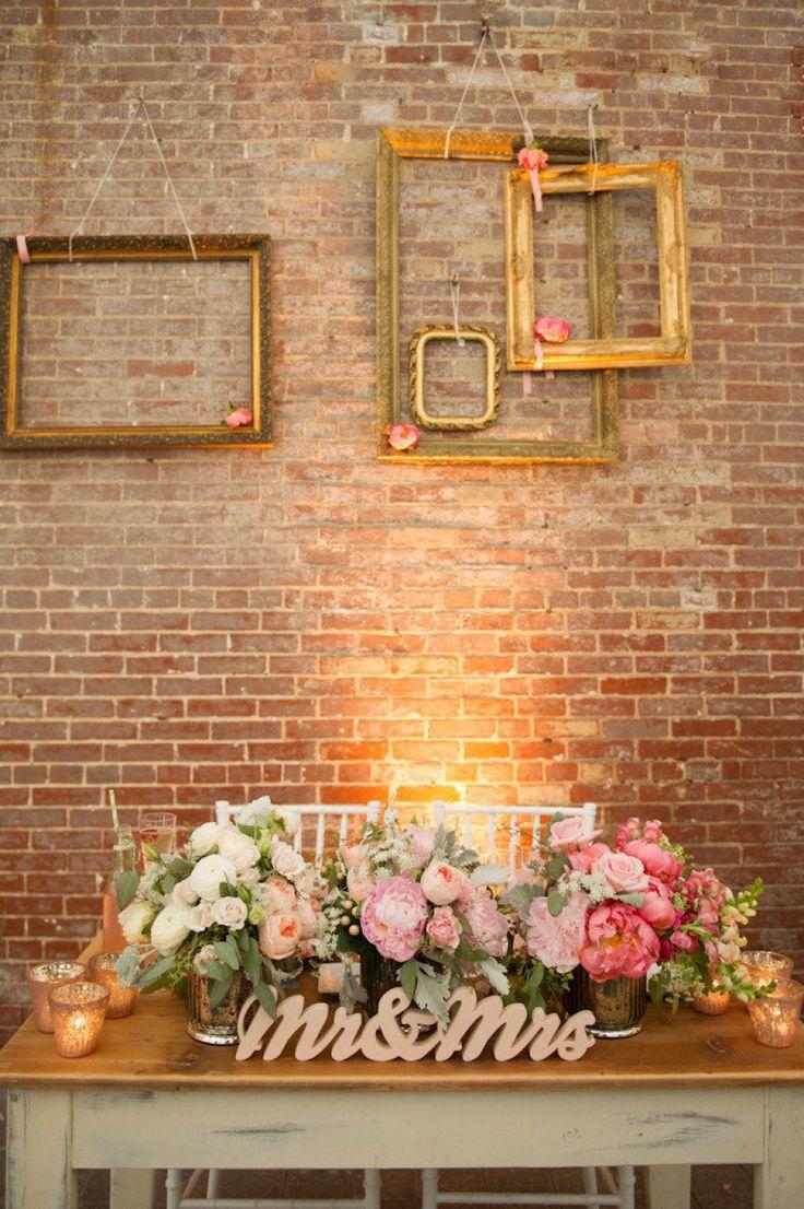  //Live in Montreal? Looking for vintage rentals and handmade items to compliment your wedding or event? Vous restez à Montreal? Vous cherchez de la décor et des accessoires 'vintage' et  faits à la main pour compléter votre mariage/événement?  http://lamarieeboheme.com/home