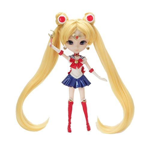 Pullip meets Sailor Moon for the 20th Anniversary of Sailor Moon! This Pullip Sailor Moon Doll features her blonde pigtails along with her headdress, tiara, Moon Stick, doll stand, head dress, tiara, choker, leotard, skirt, and boots. The 12-inch Sailor Moon Pullip Doll comes in a window display box.