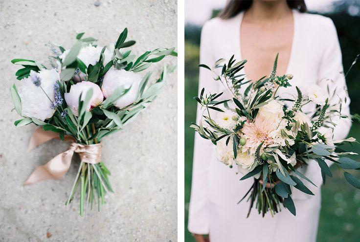 Ramos de olivo para una boda mediterránea... http://www.unabodaoriginal.es/blog/de-la-cabeza-a-los-pies/ramos-de-novia/ramos-de-olivo