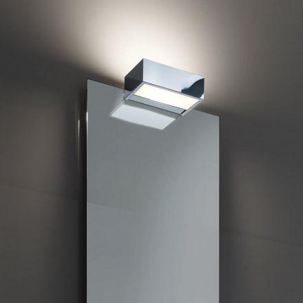 Les 25 meilleures id es concernant ampoule halog ne sur for Miroir d angle pour salle de bain
