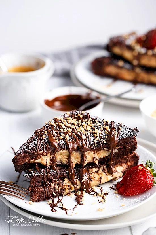 Чизкейк с арахисовым маслом с начинкой из шоколадного брауни