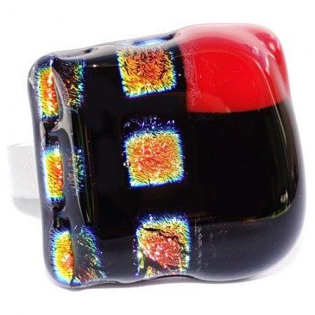 Unieke glazen ring van goud, oranje, geel, zwart en rood glas gemaakt!