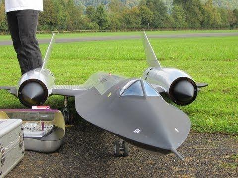 ▶ Roger Knobel ( A-12) SR-71 Blackbird Giant Remote Control Turbine Jet - YouTube