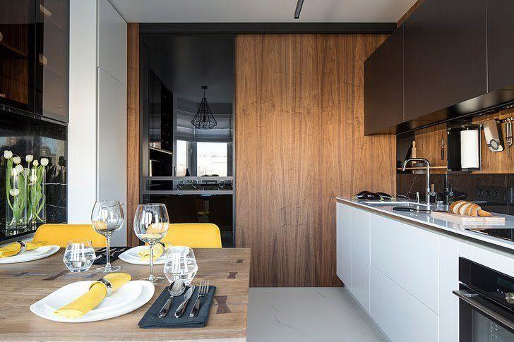 Черно-белые фасады, деревянныеэлементы и желтый как акцент - вот успешная формула ...